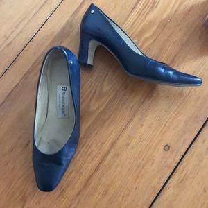 Etienne Aigner heels pumps size 6M wear on soles